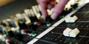 Mixen bij professionele geluidsstudio